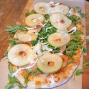 Smoked salmon white pizza ($26.90) 🍕 8/10