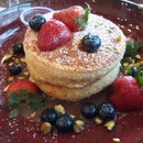 Butterscotch & Berries pancake ($12)