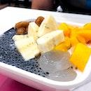 the mangoes bananas
