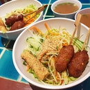 Bún Noodle Specialties – Pork Skewers & Spring Roll with Thick Vermicelli Noodle  I love Bún alot.