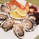'Tis da Season to be Jolly...with Freshly Shuckled oysters (love the canadian ones)!