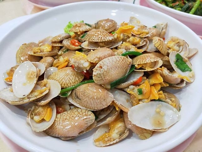 Garlic Chilli Clams (L) 👍🏻👍🏻👍🏻👍🏻 $32++ .