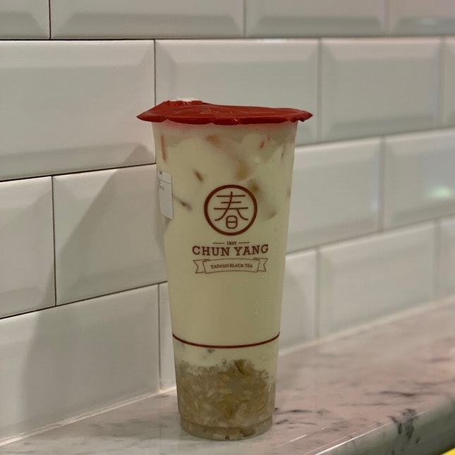 Oolong Milk Tea with Oat Toppings