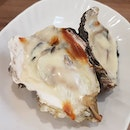 Cheese-baked fresh oysters.