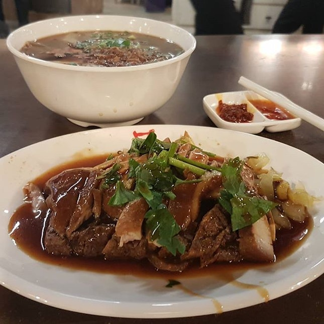 Kway Chap with lotsa wobbly bits and a little bit o' duck
