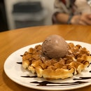 Waffles With Hazelnut Chocolate ($7.80)