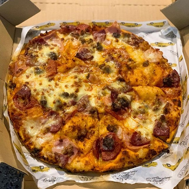 Ordered Yellow Cab Pizza via Grabfood, and it arrived still piping hot!