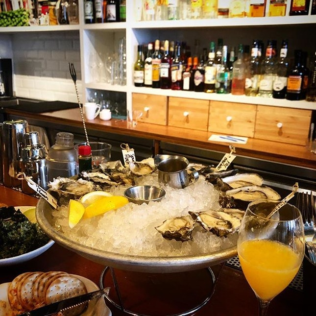 IDEA: need inspiration for a lazy Sunday with free flow mimosas and happy hour oysters  #burpple #humpbacksg #humpbacksingapore #mimosasg #freeflowsg #oysterssg