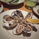 """""""#牡蠣飲み放題 """"  あ、違った。 #アフタヌーンティー だった。  今回も沢山の牡蠣を飲み干しました✌️ 推定40〜50個(笑)  ここは料理の品数も多過ぎず、どれ食べても美味しくて、お茶も色んな種類あって楽しいし(前回はなかった抹茶バニラ煎茶をチョイス)、デザートもおかわりできるし、サービス良くて居心地良くて気付いたら息子が寝てたほど(笑)  メニューも週替わりで変わるので飽きません。(まさか毎週とか行かないし、毎月も行けないけど)  #10scotts #10スコッツ  #grandhyatt #grandhyattsingapore #grandhyatthightea  #グランドハイアットシンガポール  #シンガポールグルメ#シンガポールごはん#シンガポール生活#海外生活#シンガポールライフ#singaporelife#igsg#singaporefood#sgfood#sgeats#sgfoodie#hungrygowhere#nomnomnom#eeeeats#foodpics#burpple"""