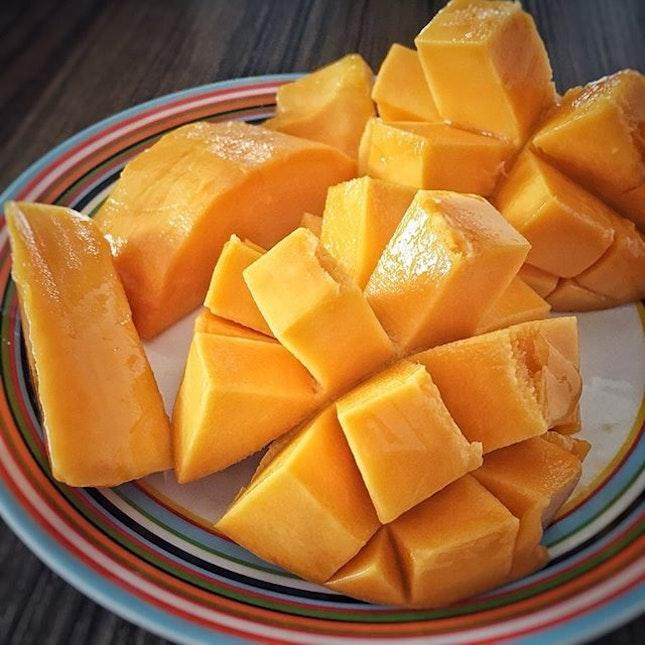 """R2E2""  It sounds like robots but it's not but mangoes."
