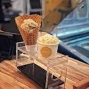 """""""The home-made ice-creams are made from natural ingredients such as fresh fruits, nuts, and herbs, and are free from any chemical additives or artificial flavours."""" ・ ここの自家製アイスクリームは新鮮な果物、ナッツ、ハーブなどの天然成分から作られており、化学添加物や人工香料は一切使用していません。 コーンもお店で手作りしています。 このコーンを焼いて巻く作業を観るのが大好きです。 ここの店員さんはちょっとパンツが短過ぎで気になりますが(笑)  Single Scoop $3.5 + Cone $0.9 (Cheese Cracker, Banana Walnut)  甘過ぎず、自然な味わい。 それでいて美味しい。 アイスを食べてるのに、不思議と罪悪感がない(笑)  この日はTampines店を利用しましたが、BugisとBencoolenの間にあるSunshine Plazaにも店舗があって行きやすいです。  どちらの店舗も1 for 1アプリのBurpple対象店なので、$4.4(コーン代は対象外)でこの2つのアイスが食べられました。  Burppleは有名カフェなど対象店舗が激アツの1 for 1 アプリです。 アプリのダウンロード自体は無料で、ローカルの利用者が多く口コミサイトとしても優秀ですし、まずはアプリをダウンロードして、1 for 1 の対象店舗を見てみてください。 とにかく対象店舗が激アツで、年会費はあっという間に回収できちゃいますよ! 最近利用プランが今までと変わり、Premium年会費$99とLite年会費$49の2つのプランに分かれました。 Premiumの方がこれまでと同じ1店舗4枚のクーポンが使えて、Liteの方は2枚のみとなるそうです。 11/15まで限定で通常$99ドルするPremium会員の年会費が30%OFF($69.3)になるコードをもらえたので、よかったら使ってください↓ ・ MIDO187  絶対に得するとは言え、年会費がなかなか高いので、30%OFFで会員になれるこの機会にぜひ。  #Burppleの回し者ではありませんw #とにかく本当におすすめのアプリです #burpplebeyond #1for1 #burpple  #merelyicecream @merelyicecream #シンガポールグルメ#シンガポールカフェ#シンガポール生活 #シンガポール #シンガポール在住 #シンガポール旅行 #lovesg #singapura #singaporelife #シンガポール子育て #🇸🇬 #singaporeinsta #singaporeinsiders #igsg #singaporecafe #sgcafe#sweettooth #sgcafehopping #eatoutsg #foodpics #みど散歩"""