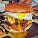 """""""Where is my Hotdog"""" ・ 📌Be Frank ・ ホットドッグ屋さんでホットドッグを注文し忘れました。  SignatureRibeye Burger $17.9 Mozzarella Corn Dog (2 pcs) $12.9  シグネチャーのハンバーガーは、ハンドメイドのリブアイのパテにブラックペッパーソース、チェダーチーズ、半熟加減が絶妙な目玉焼きが乗ったボリューーミーなハンバーガー。  ホットドッグだと思って頼んだのはフランクフルトのフライで、失敗した〜と思ったけど、食べたらナチョチーズがビヨ〜ンで衣サクサクの新感覚のフランクフルトで子供も大喜び。  次は必ずホットドッグを頼む!(笑)  1 for 1アプリBurppleの対象店舗です。  #befrank #befranksg @befranksg  #sgburger #hamburger  #シンガポールグルメ#シンガポールハンバーガー #シンガポール生活 #シンガポール #シンガポール在住 #シンガポール旅行 #シンガポール観光 #シンガポールおすすめ #シンガポール暮らし #シンガポール情報 #シンガポールランチ #singaporeinsiders #travelsingapore #singaporetrip #singaporelife #sginstagram #igsg #singaporediaries #sgfood #sgfoodies #sgeats #sgfoodies #sgfoodstagram  #burpple #本日のburpple活動 #みど散歩"""