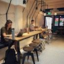 """""""Retail × Cafe"""" ・ 📌Monument Lifestyle ・ ショップとカフェを融合したコンセプトスペース。  ライフスタイルストアが入ってすぐに、その奥にカフェが控え目に溶け込んでいます。  朝は多くのオフィスワーカーがコーヒーをテイクアウトしに並んでいましたが、カフェは静かで居心地の良い雰囲気のままでした。  ショップはオーナー夫婦がシンガポール初進出のカルフォルニアのホームブランドとメンズウェアブランドを取り揃えています。  中でもHappy Socksとのコラボ商品のプラナカン柄の靴下が可愛かったなぁ。  子供服の取り扱いもありました。  コーヒーはサンフランシスコので最高のコーヒーロースターの1つのFour Barrelの豆を使っていました。  通りでラテが美味しかったわけです。  POURSTADYという器具があって、Pour Over Coffee(ハンドドリップ)も楽しめます。  食事はスライスしたサワドウトーストにアボカドだったりスモークサーモンだったり、ピーナッツバターバナナだったりを乗せたシンプルなものと、個人的シンガポール一のサンドウィッチ店Park Bench Deliのサンドウィッチが食べられます。  とにかく雰囲気が良くて居心地のいいカフェです。  #monumentlifestyle @monumentlifestyle  #pourovercoffee #poursteady #fourbarrelcoffee #parkbenchdeli @parkbenchdeli @fourbarrelcoffee415 #happysocks @happysocks  #sgcafe #cafesingapore #sgcafehopping #sgcoffee #singaporecoffee #cafestagram #singaporetrip #travelsingapore #singaporeinsiders #singaporediaries #singapolife #mapleglazedbacon #maplebacon  #シンガポール #シンガポールカフェ #シンガポールおすすめ #シンガポール暮らし #シンガポール生活 #シンガポール情報 #シンガポール旅行  #シンガポール在住  #シンガポールカフェ巡り #burpple #みど朝活隊"""
