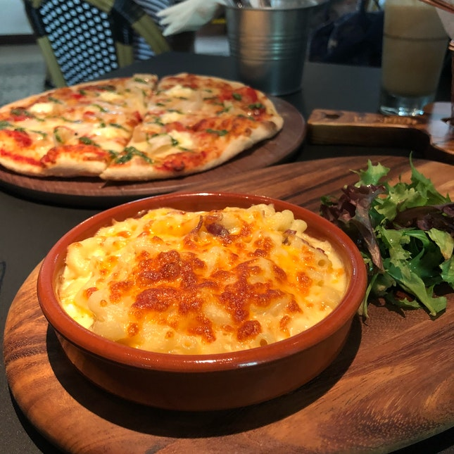 Loaded Mac & Cheese ($12), Kelong Prawn And Scallop Pizza ($21)