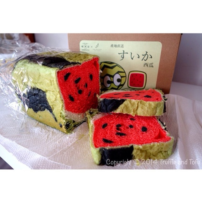Whoaaaa 😱 watermelon bread 🍉🍉🍉🍉🍉🍉🍉 saw this from @saintfatties insta page so I went with the trend n bought it from Tomakukki Teahouse Cake Boutique in Wan Chai..