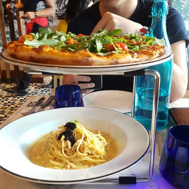 Linguine Granchio Con Panna ($23), American Hottest Pizza ($26)