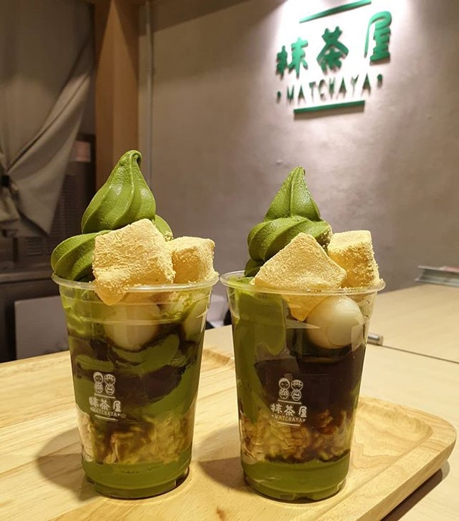 [📍Singapore] Perfect for matcha lovers, Matchaya's signature parfait (SGD9.90) features a rich, thick and creamy matcha softserve layered with different types of mochi and rice puffs.