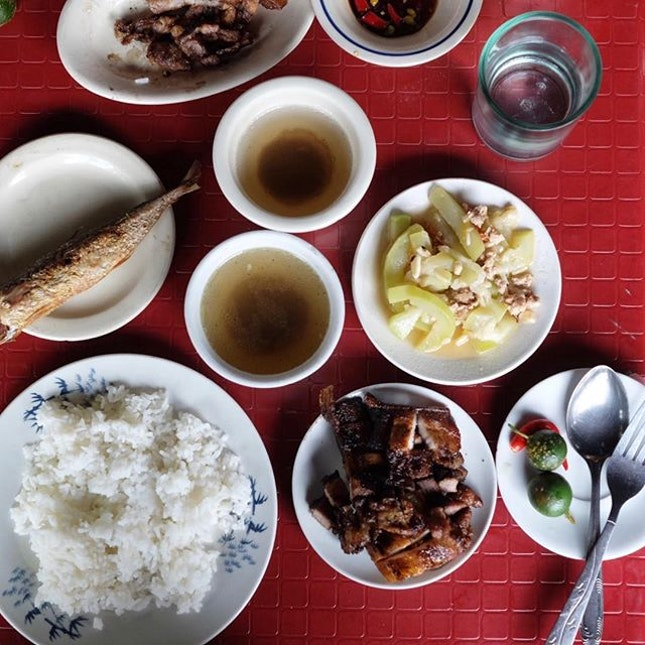Local (very local) lunch (P180) .