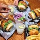 Good burgers with good companies 🙆🏻♂️💖 — #vscocam #foodie #foodblog #foodporn #burger #defineburgers #klfoodie #bukitjalil #burpple #burpplekl #eatdrinkkl #jjcm #lemonade #fries #coleslaw #jfbgoes #nomnom