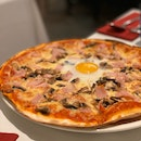 Grosseto: Bacon, Mushrooms and Egg Pizza