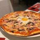 Grosseto: Bacon, Mushrooms and Egg Pizza