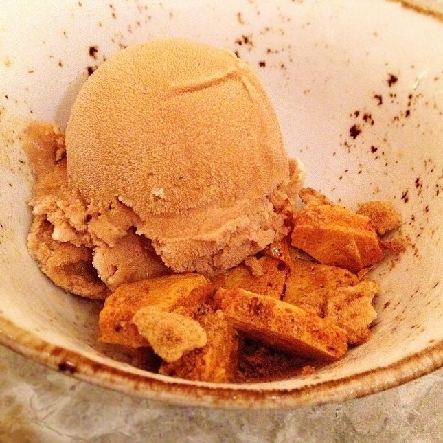 Smokey 'Teh Tarik' ice cream contrasted with sweet crunch of honeycomb.