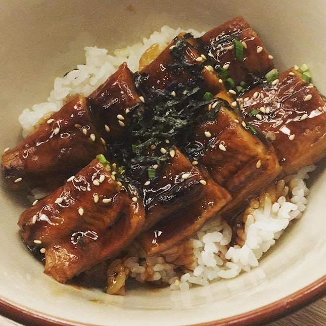 Unagi don from Umi Nami was rather disappointing, the portion was quite small (finished it in 3 mins LOL) and the unagi sauce had a strangely sour aftertaste (or was it from the rice?).