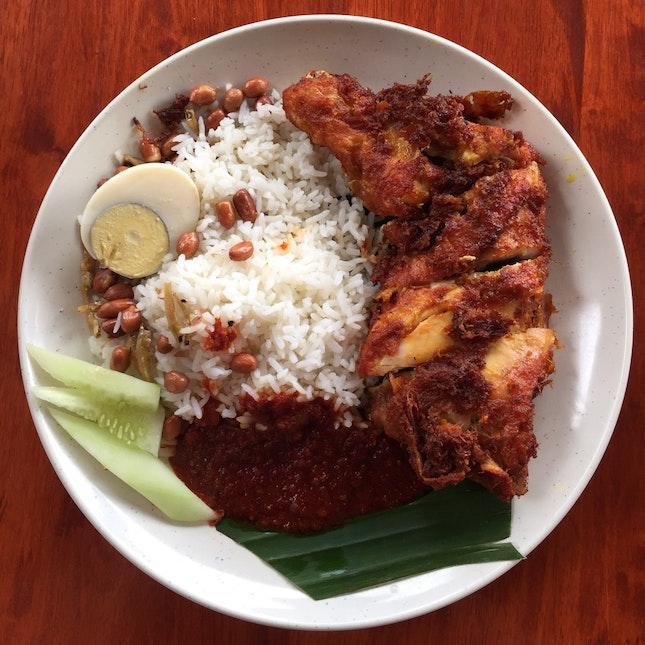 Nasi Lemak + Ayam Goreng (RM9)