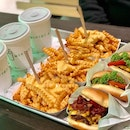 It's quite difficult to get nice burgers in Singapore and hence Shake Shack is to the rescue!