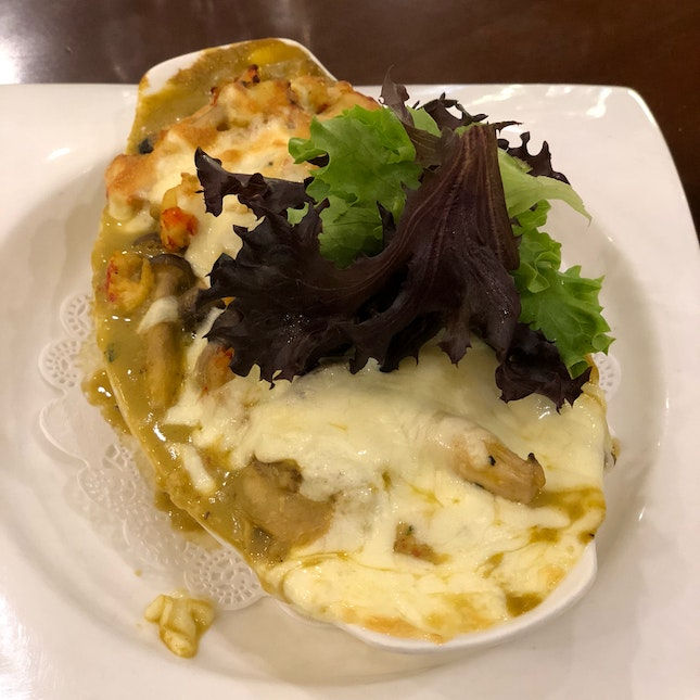 Cheese Baked Lobster And Scallop Rice