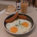 Chorizo, Eggs & Avo ($20.90)