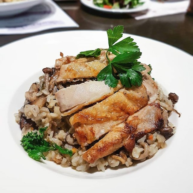 Even though I have been counting my calories intake these few weeks, I couldn't resist indulging in this plate of piping hot Grilled Chicken and Mushroom Risotto ($25).