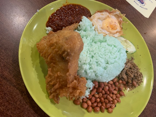 Fragrant Pandan Rice With Crispy Chicken Wing
