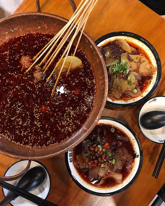 📍enjoy mala; singapore📍mala dip pot (mild), spicy potato slice & spicy wide crystal noodles • priced at 50 cents per skewers, it makes the chuan chuan experience more affordable.