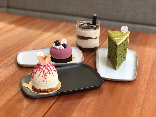📍nesuto; singapore📍miss ispahan, orelys cassis, le omm, tiramisu • best cake we had this year besides those from sugar thieves. all the cakes were soft, airy and moist, and while they were generous with the whipped cream, it doesn't taste heavy / greasy. tldr: you shld come and visit even if you're not in the vicinity.