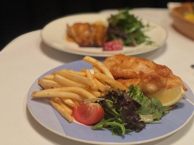 📍greenwood fish market; singapore📍fresh fish (pan-seared barramundi), house fish & chips, calamari