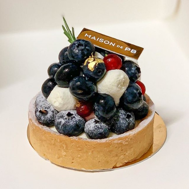 [🇸🇬] BLUBERRY TART & FRUITFUL TART 🍓 by MAISON DE PARIS BAGUETTE No sweet tooth will keep walking when they walk past Maison de PB's pastry case.