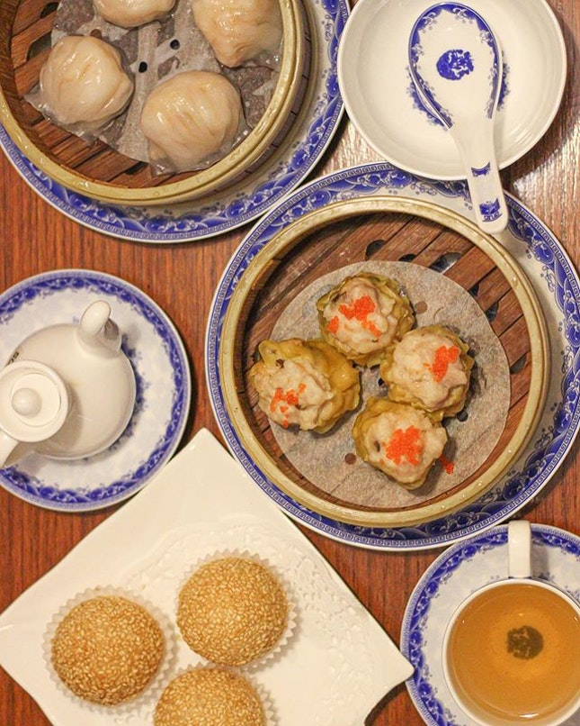 DIMSUM 🥟 at TASTE PARADISE JAKARTA @tasteparadise.jkt  Wasn't initially here for the dim sums but they seemed delicious so we ordered (quite a lot of) dim sums!