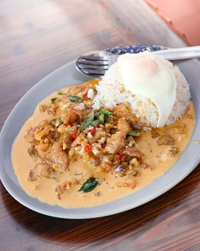 [🇸🇬] #culivinarysg  CREAMY SALTED EGG CHICKEN 🍳🍳🍳 one of the most raved Salted Egg in Singapore which is also in my bucketlist is Jia Yuen Eating House's, located near Joo Chiat.