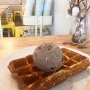 oreo milk ice cream + waffles