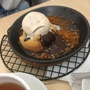 Chocolate Lava Cookie With Speculoos Ice Cream