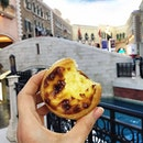 Just had the most amazing Portuguese's egg tart by the bank of Venetian.