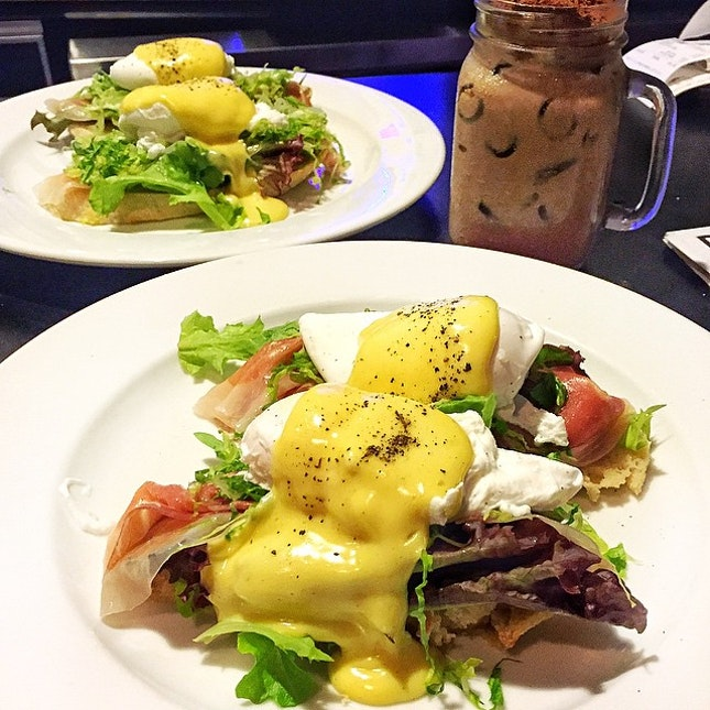 Breakfast at Tiffany's - eggs benedict with Parma ham and homemade yuzu hollandaise || because brunch is the way to weekend.