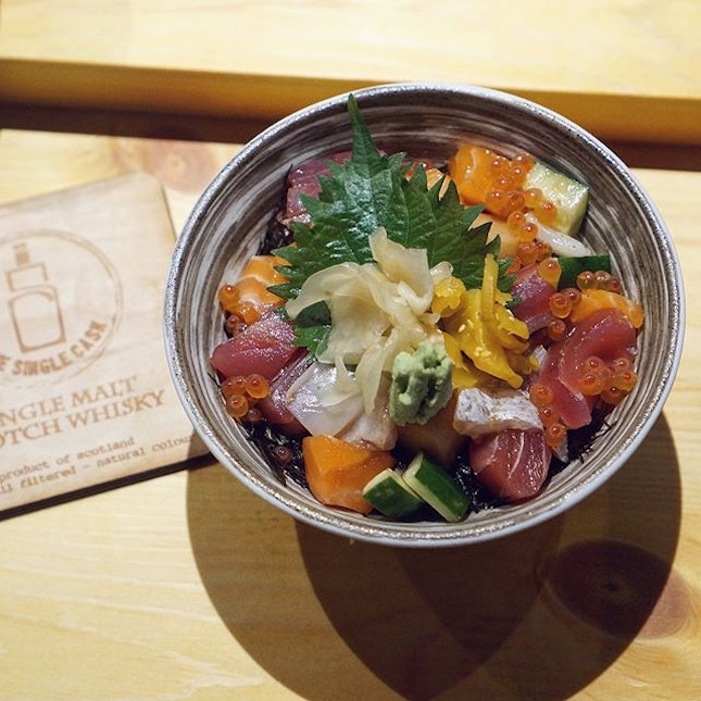 """For $68++, the Omakase Ume gets you an appetiser, yummy salmon carpaccio in truffle oil topped with caviar, fresh sashimi including marinated shiro maguro, this Chef's Special """"Petit"""" Bara Chirashi, miso soup with clams, and a dessert."""