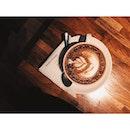 努力的活着不是你不停的重复呼吸,而是等待那些令你无法呼吸的感动。#coffee #coffeeaddicted #cafe #cafekl #cafehop #lightandshadow #latteart