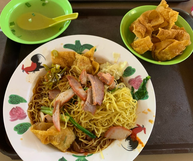 Dry Wanton Noodles With Deep Fried Wantons