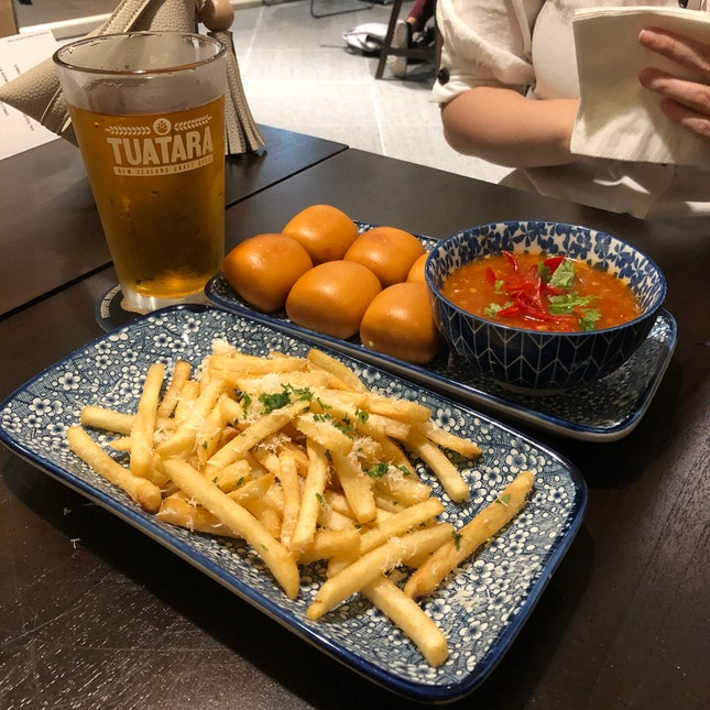 Mantou with chilli crab dip
