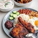 📍🇸🇬 Singapore  We heard they serve amazing Nasi Lemak!