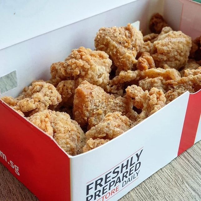 📍🇸🇬 Singapore  When KFC Chicken Skin was launched end of last year, it was sold out before I could find time to order.