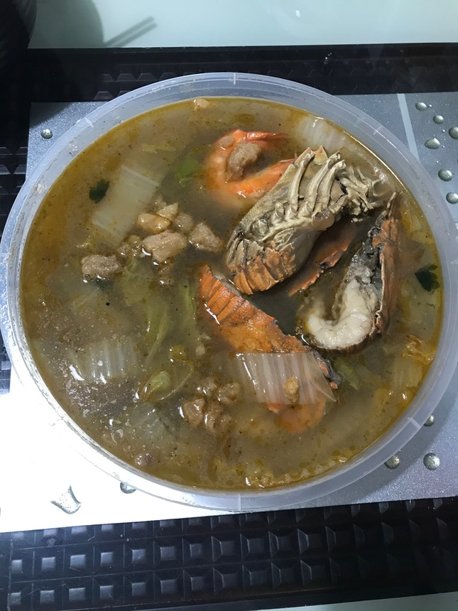 Seafood beehoon soup